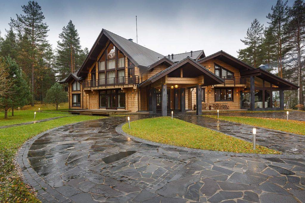Частный дом из деревянного бруса